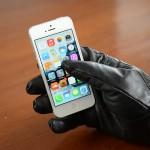 Leder Touschreenhandschuhe am iPhone